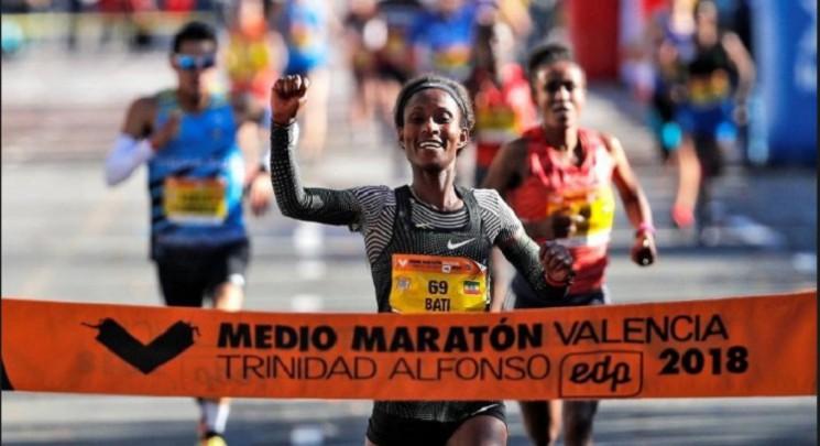 mujer ganando maraton valencia